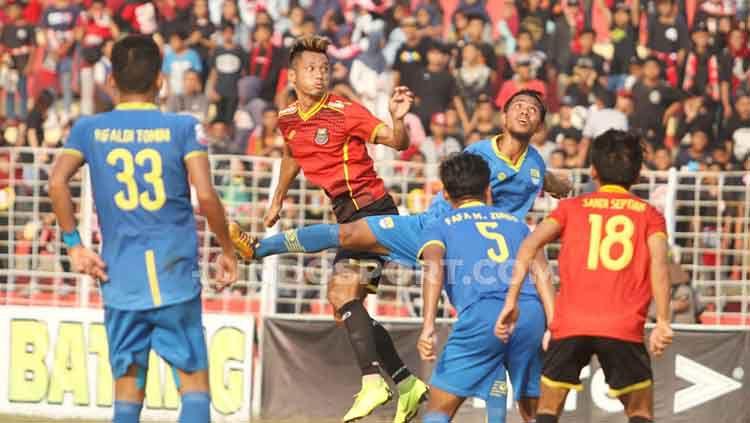 Pertandingan antara Persibat vs Blitar Bandung United. Copyright: © Alvin Syaptia Pratama/INDOSPORT