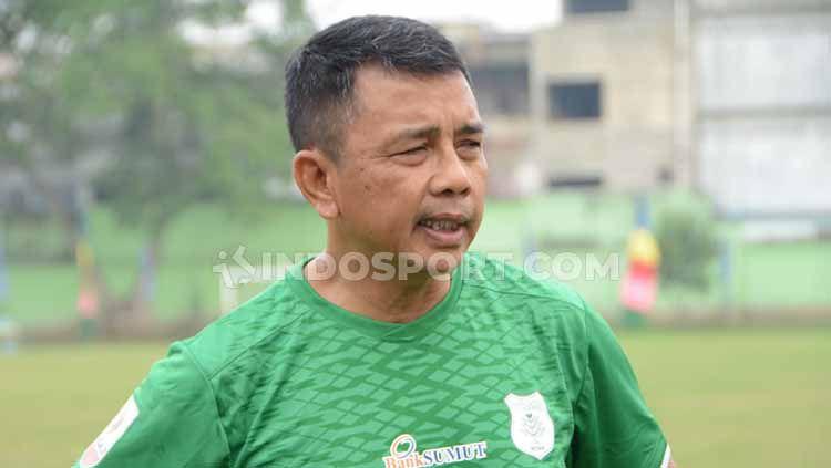 Jafri Sastra saat memimpin latihan perdana bersama PSMS Medan, di Stadion Kebun Bunga, Minggu (8/9/2019) sore. Copyright: © Aldi Aulia Anwar/INDOSPORT