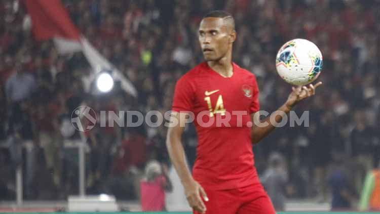 Bek Bhayangkara Solo FC sekaligus eks Persebaya Surabaya, Ruben Sanadi, merasa muda lagi berkat latihan yang rutin. Copyright: © Herry Ibrahim/INDOSPORT