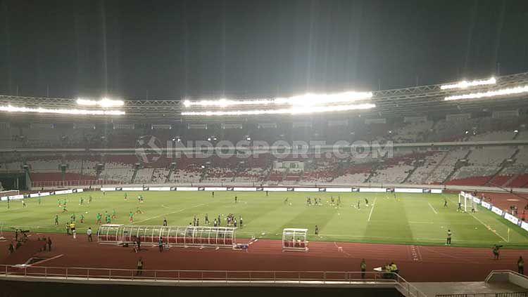 Laga Timnas Indonesia vs Thailand dalam Kualifikasi Piala Dunia 2022 sepi penonton. Copyright: © Zainal Hasan/INDOSPORT