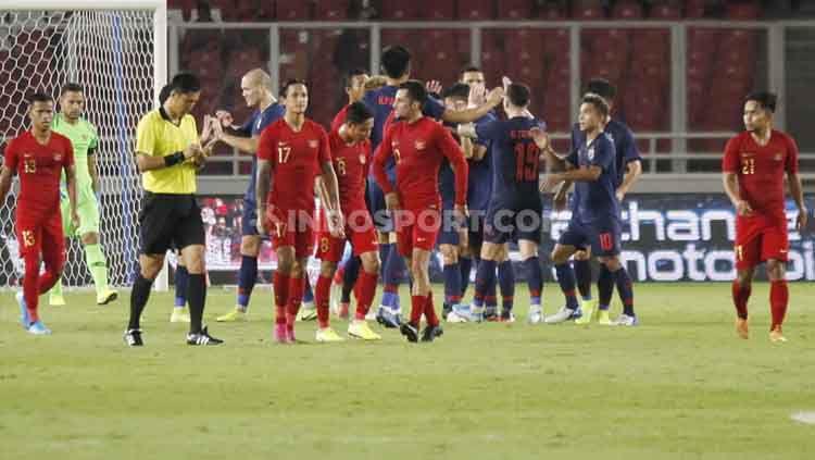 Para pemain Thailand berselebrasi usai mencetak gol, Selasa (10/09/2019). Copyright: © Herry Ibrahim/INDOSPORT