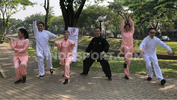 Peringati World Health Qigong Day, Remanlay Institute bersama Dr. Tan gelar pelatihan Wu Qin Xi jenis Qigong yang bertempat di Discovery Park, Bintaro, Tangerang Selatan, pada Sabtu (14/9/19) Copyright: © Muhammad Harris Muda/INDOSPORT