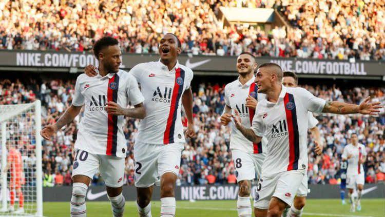 Neymar mencetak gol di laga PSG vs Strasbourg, Minggu (15/09/19) dini hari WIB, di Parc des Princes. Copyright: © Reuters