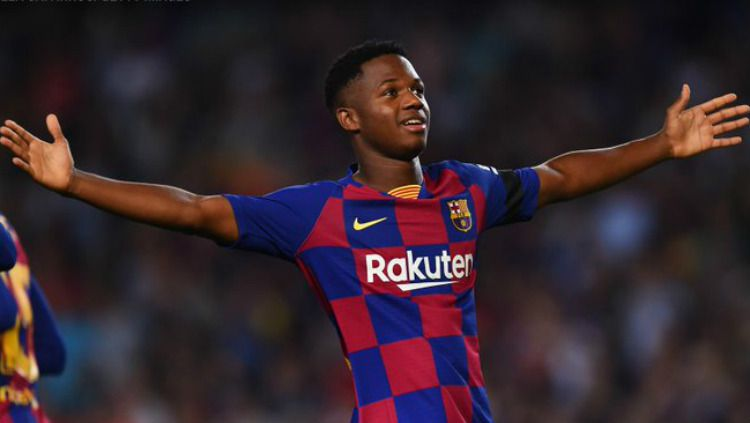 Ansu Fati mencetak gol di laga Barcelona vs Valencia, Minggu (15/09/19) dini hari WIB, di Camp Nou. Copyright: © Alex Caparros/Getty Images