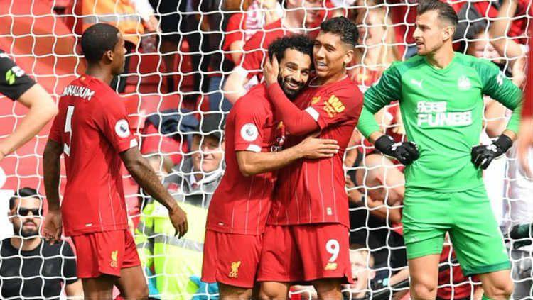 Perayaan gol Mohamed Salah di laga Liverpool vs Newcastle, Sabtu (14/09/19) WIB, di Anfield. Copyright: © Twitter/@premierleague