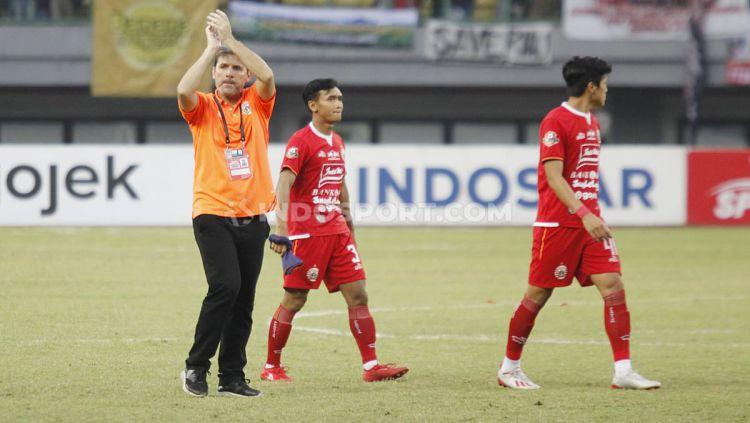 Pelatih Persija Jakarta, Julio Banuelos pada pertandingan Liga 1 di Stadion Patriot Bekasi, Minggu (15/09/19). Copyright: © Herry Ibrahim/INDOSPORT