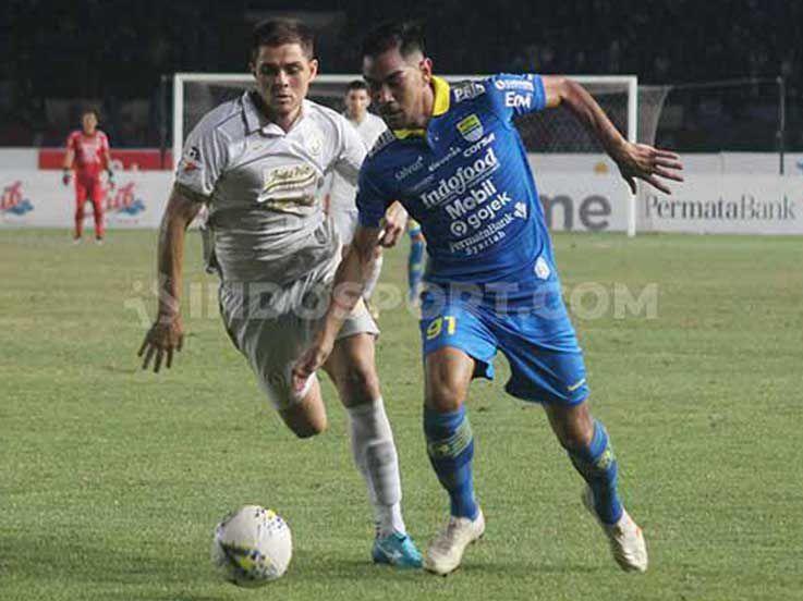 Jadi Korban Pelemparan Batu, Omid Nazari Bawa Kabar Buruk untuk Persib Bandung
