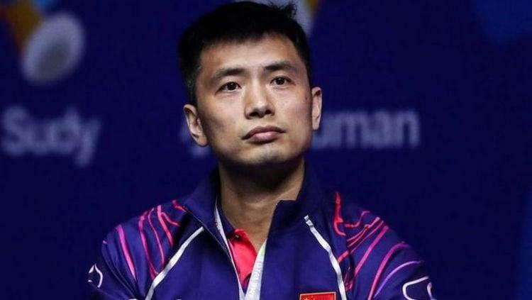 pelatih ganda putra China, yakni Chen Qi Qiu rupa-rupanya hanya mengikuti satu orang Indonesia saja, siapa itu? Copyright: © instagram.com/chenqiqiu2