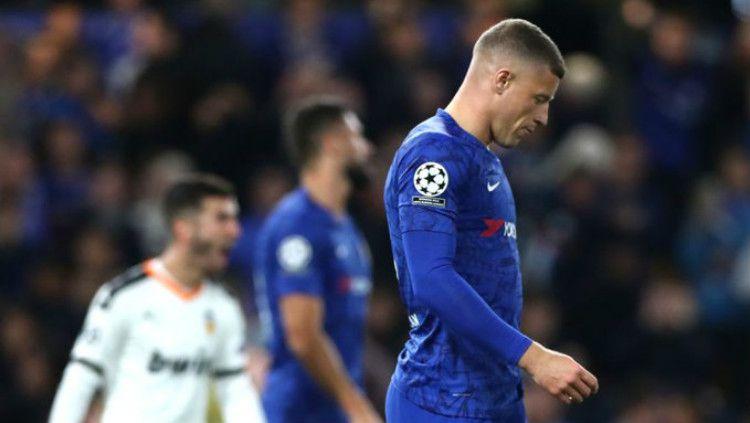 Ross Barkley gagal mengeksekusi penalti di match day 1 Liga Champions 2019/20 antara Chelsea vs Valencia, Rabu (18/09/19) dini hari WIB. Copyright: © BBC Sport