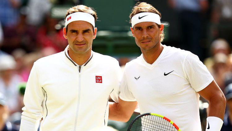 Roger Federer (kiri) bersama Rafael Nadal di Wimbledon 2019. Copyright: © Clive Brunskill/Getty Images