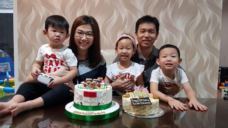 Sandiani Arief bersama suaminya, Hendra Setiawan, dan ketiga anaknya. Copyright: © instagram.com/hendrasansan