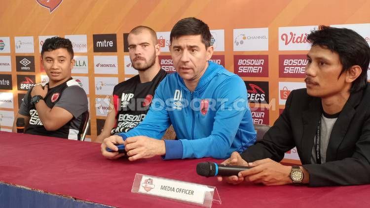 Willjan Pluim dan Darije Kalezic dari PSM Makassar menghadiri konferensi pers sebelum melawan Tira Persikabo, Rabu (18/9/19). Copyright: © Adriyan Adirizky/INDOSPORT.COM