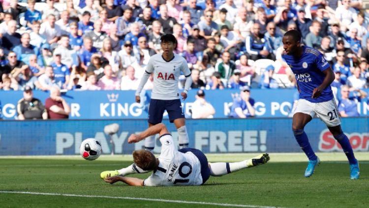 Gol kepleset Harry Kane di laga pekan ke-6 Liga Inggris antara Tottenham vs Leicester City, Sabtu (21/09/19) Copyright: © Twitter