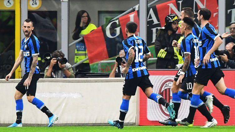 Sukses buat Inter Milan rajai klasemen Serie A Liga Italia, Marcelo Brozovic, layak jadi yang terbaik di dunia. Copyright: © Goal International