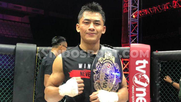 Achmad Eko Priandono sukses mempertahankan gelar sabuk juara di kelas bantam One Pride MMA, Fight Night 32. Copyright: © Muhammad Harris Muda/INDOSPORT