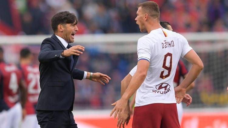Skuat AS Roma, termasuk Edin Dzeko, merayakan kemenangan 2-1 atas Bologna dalam lanjutan Liga Italia Serie A 2019/20. Copyright: © Twitter @ASRomaEn