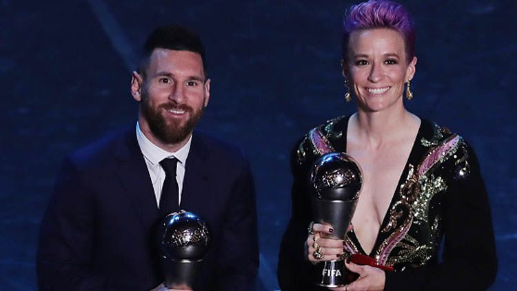 Lionel Messi (kiri) dan Megan Rapinoe, memenangkan penghargaan pemain terbaik 2019 versi FIFA Copyright: © Emilio Andreoli/GettyImages