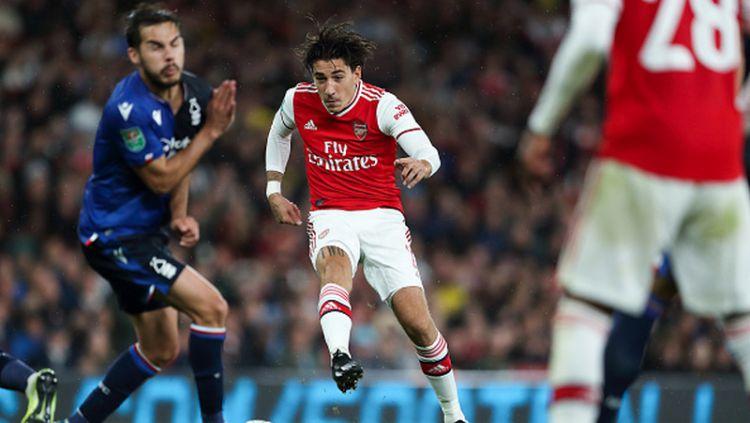 Bintang Arsenal, Hector Bellerin dikabarkan semakin mendekat ke Serie A Italia untuk membela Inter Milan. Copyright: © James Williamson - AMA/Getty Images