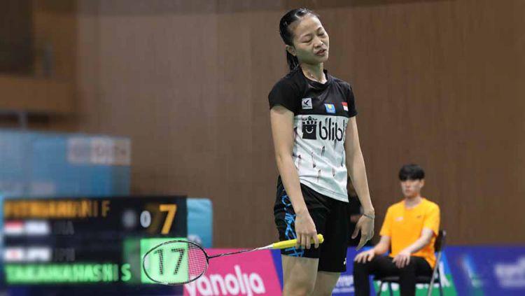 Pebulutangkis tunggal putri Fitriani yang kembali membuat kesalahan saat berhadapan dengan tim Singapura di semifinal SEA Games 2019 membuat manajer tim murka. Copyright: © Humas PBSI