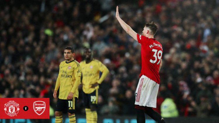 Kapten Arsenal, Granit Xhaka, sempat membuat para fans murka ketika dirinya tak mau menghalau bola dengan kepalanya. Copyright: © Twitter.com/@ManUtd