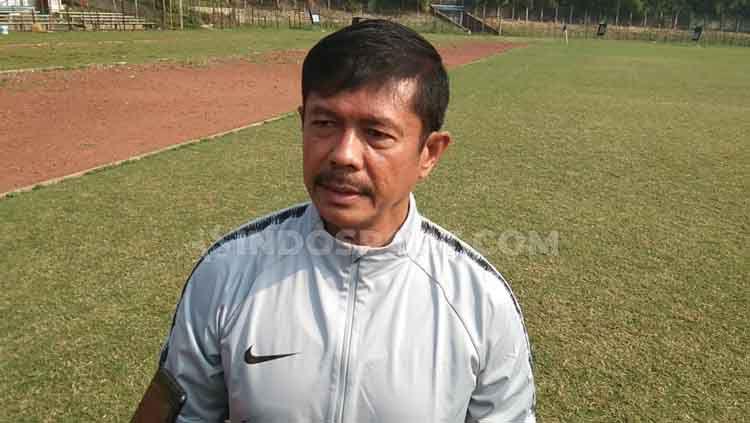 Pelatih Timnas Indonesia U-22, Indra Sjafri, turut merasakan euforia pengumuman menteri di kabinet Presiden Joko Widodo, Rabu (23/10/19). Copyright: © Zainal Hasan/INDOSPORT