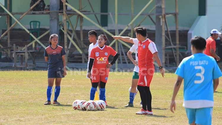 Riky Kayame menandaskan bahwa Arema FC sangat waspada, perihal spirit tinggi Kalteng Putra dalam pertemuan kedua tim di lanjutan pekan ke-30 Liga 1 2019. Copyright: © Ian Setiawan/INDOSPORT
