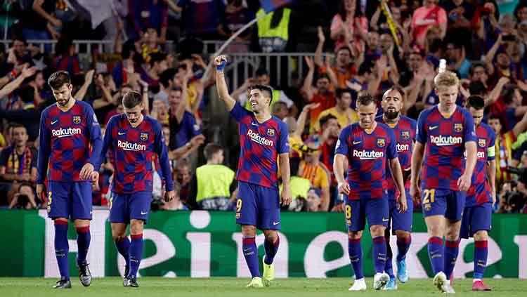 Pemain Barcelona usai melakukan selebrasi setelah Luis Suarez mencetak gol pada laga kedua fase grup Liga Champions di Camp Nou, Kamis (03/10/19). Copyright: © David S. Bustamante/Soccrates/Getty Images