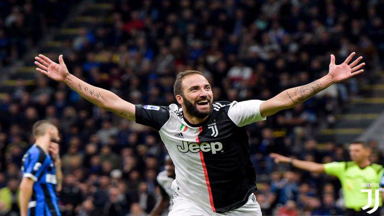 Gonzalo Higuain menjadi pahlawan kemenangan Juventus atas Inter Milan dalam lanjutan pekan ketujuh Serie A Italia 2019-2020, Senin (07/10/19) dini hari WIB. Copyright: © twitter.com/juventusfcen