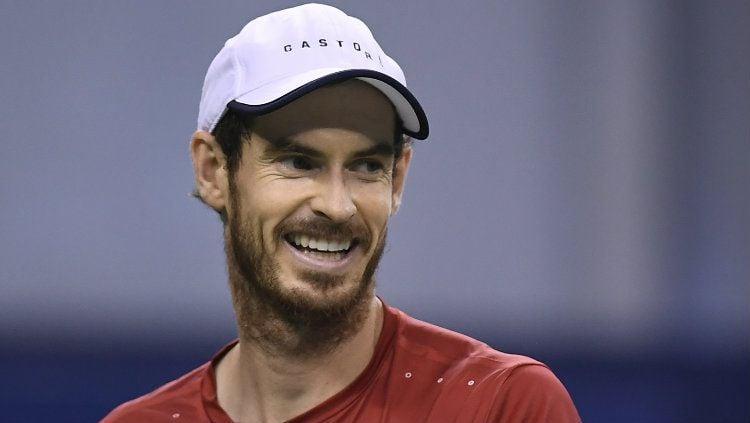 Andy Murray sampai harus menunda liburan demi memulihkan cederanya yang tak kunjung sembuh. Copyright: © Fred Lee/Getty Images