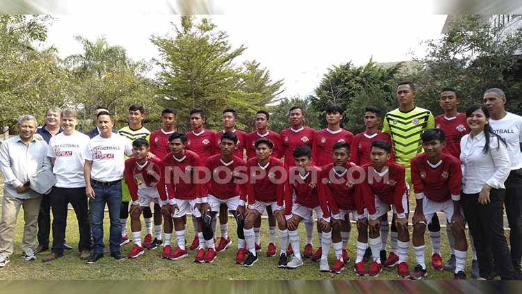 Bakat-bakat sepak bola Indonesia yang tergabung dalam program Garuda Select baru saja memainkan pertandingan uji coba menghadapi Oxford U-18, Selasa (19/11/19). Copyright: © Shintya Anya Maharani/INDOSPORT