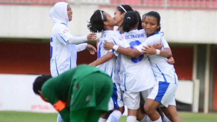 Persib Bandung Putri merayakan kemenangan telak 5-0 atas PSS Sleman Putri di laga perdana Liga 1 Putri 2019, Senin (7/10/19) kemarin. Copyright: © PERSIB.co.id/Rivan Mandala