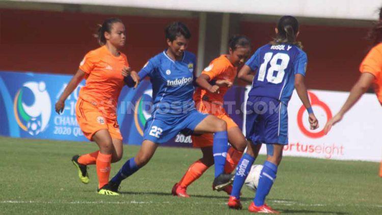 Laga pertandingan Persija Jakarta Putri versus Persib Bandung Putri. Copyright: © Ronald Seger Prabowo/INDOSPORT