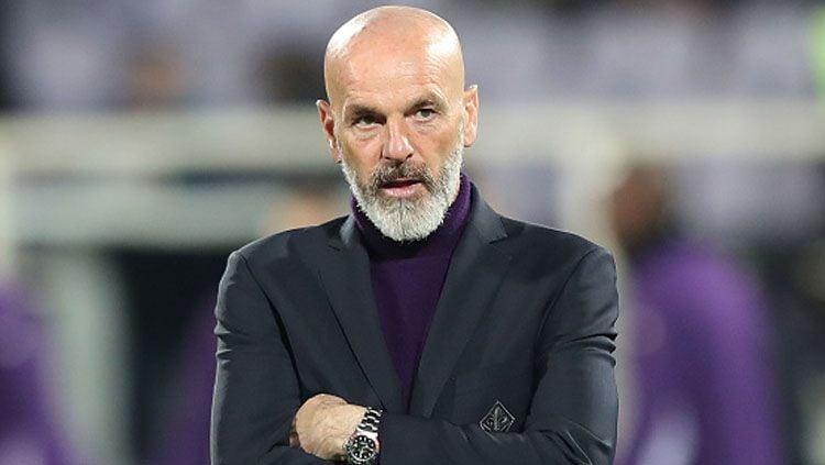 Pelatih AC Milan, Stefano Pioli, dikabarkan sudah menyiapkan solusi ini untuk timnya yang bakal tampil tanpa dua pilarnya menjelang laga kontra Bologna. Copyright: © Gabriel Maltinti/GettyImages
