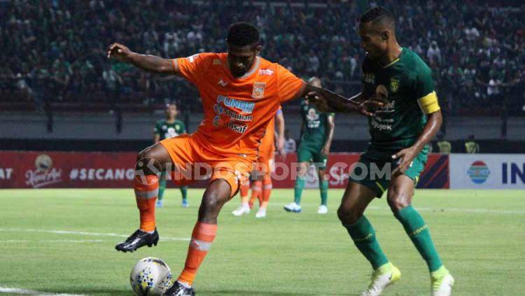 Laga pertandinga Liga 1 antara Persebaya Surabaya vs Borneo FC. Copyright: © Fitra Herdian/INDOSPORT