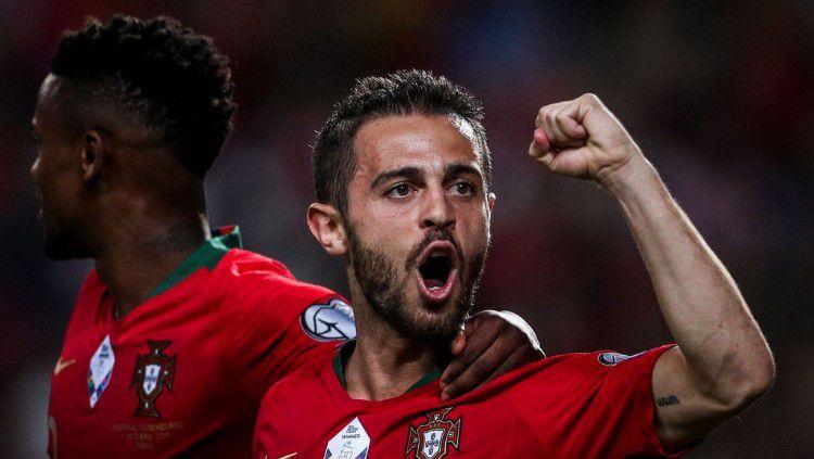 Pemain Portugal, Bernardo Silva, saat merayakan gol ke gawang Luksemburg. Copyright: © https://twitter.com/Dugout