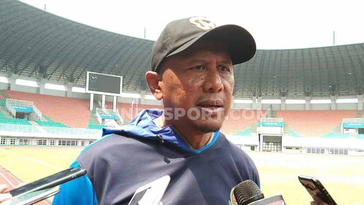 Pelatih PSIS Semarang, Bambang Nurdiansyah mengaku memiliki kedekatan dengan calon lawannya yakni pelatih Tira Persikabo, Rahmad Darmawan. Copyright: © Zainal Hasan/INDOSPORT