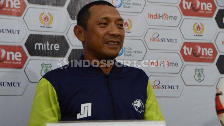 Pelatih BaBel United menjawab soal laga timnya menghadapi PSMS Medan harus kembali alami penundaan. Copyright: © Aldi Aulia Anwar/INDOSPORT
