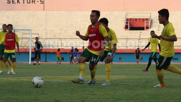 Indosport - Pemain Persebaya saat latihan di Stadion Gelora Delta, Sidoarjo pada Selasa (15-10-19)