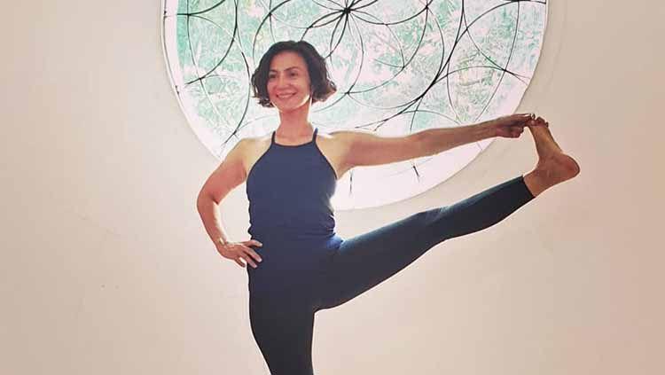 Wanda Hamidah melakukan olahraga yoga di salah satu tempat. Copyright: © wanda_hamidah