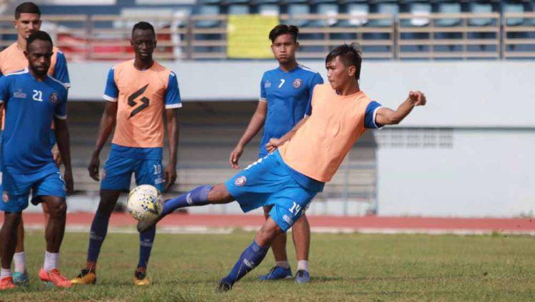 Skuat Arema FC saat menjalani latihan, Jumat (18/10/19). Copyright: © Media Officer Arema