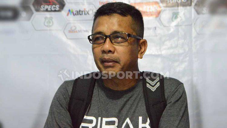 Pelatih Mitra Kukar, Jafri Sastra. Copyright: © Aldi Aulia Anwar/INDOSPORT