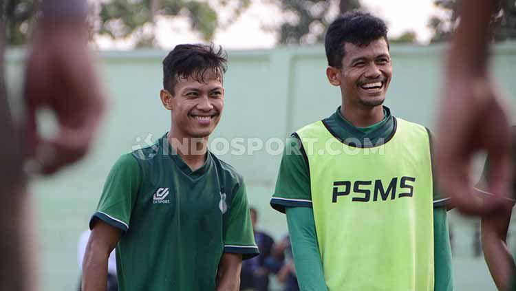 Pemain PSMS Medan, Rendi Saputra (kiri) dan Ilham Fathoni (kanan). Copyright: © Aldi Aulia Anwar/INDOSPORT