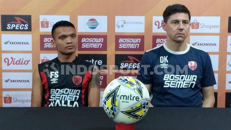Darije Kalezic dan Ferdinand Sinaga mewakili PSM Makassar pada konferensi pers sebelum melawan Persija Jakarta. Foto: Adriyan Adirizky Rahmat/INDOSPORT Copyright: © Adriyan Adirizky Rahmat/INDOSPORT