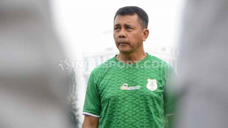 Jafri Sastra belum bisa memutuskan nasibnya di PSMS Medan setelah timnya hanya bisa melangkah ke babak 8 besar Liga 2 2019. Copyright: © Aldi Aulia Anwar/INDOSPORT