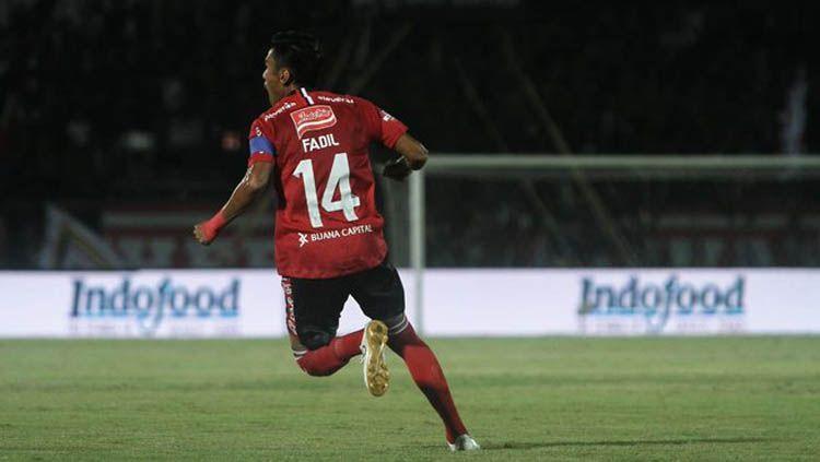 Kapten Bali United, Fadil Sausu mengingatkan para pemain muda agar tak terlena ketika sudah mendapat kontrak jelang Liga 1 2020. Copyright: © Twitter.com/baliunited