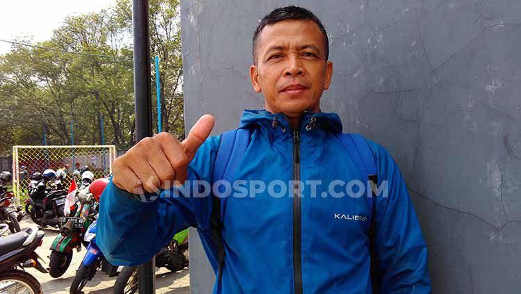 Mantan pemain Persib, Dadang Hidayat saat ditemui INDOSPORT di Lapangan Lodaya, Kota Bandung belum lama ini. Copyright: © Arif Rahman/INDOSPORT