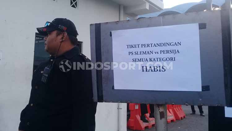 Tiket laga Shopee Liga 1 2019 antara PSS Sleman vs Persija Jakarta sold out. Copyright: © Ronald Seger/INDOSPORT