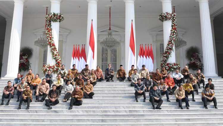 Presiden Joko Widodo (Jokowi) dan Wakil Presiden Ma'ruf Amin memperkenalkan 38 Menteri Kabinet Kerja Indonesia Maju 2019-2024 di Istana Negara, Jakarta, Rabu (23/10/19). Copyright: © Twitter/@jokowi