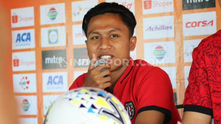 Pemain Bali United, Fahmi Al Ayyubi, dalam jumpa pers menjelang laga Liga 1 2019. Copyright: © Nofik Lukman Hakim/INDOSPORT