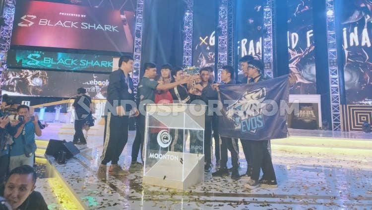 EVOS eSports saat berhasil menjuarai turnamen Mobile Legends Professional League (MPL) Indonesia season 4. Copyright: © Martini/INDOSPORT